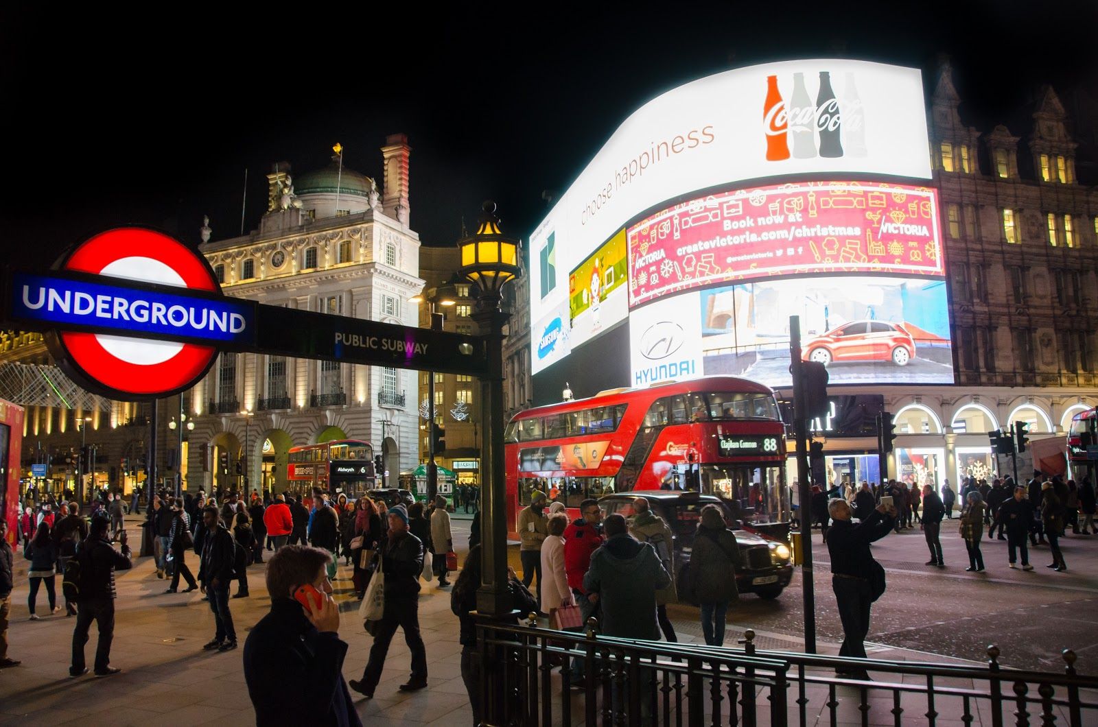 LED Display | London | Piccadilly Circus | Alberta | Sherwood Park, AB | LIGHTVU